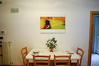 milano, nuovo quartiere rogoredo - santa giulia, periferia sud-est. una casa domotica. la sala da pranzo --- milan, new district rogoredo - santa giulia, south-east periphery. a domotics house. the dining room