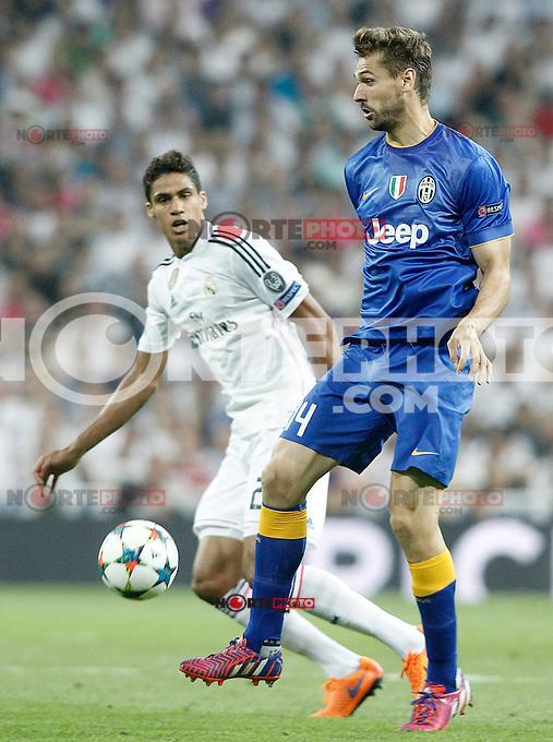Real Madrid's Raphael Varane (l) and Juventus' Fernando LLorente during Champions League 2014/2015 Semi-finals 2nd leg match.May 13,2015. (ALTERPHOTOS/Acero) /NortePhoto.COM