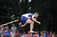 FIERLJEPPEN: BURGUM: 19-07-2014, Keningsljeppen Burgum, winnaar Thewis Hopma met 20.68m, ©foto Martin de Jong