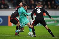 FUSSBALL   CHAMPIONS LEAGUE   SAISON 2011/2012   ACHTELFINALE  Bayer 04 Leverkusen - FC Barcelona              14.02.2012 Lionel Messi (Mitte, Barca)  kann sich gegen Daniel Schwaab (li) und Lars Bender (re, beide Bayer 04 Leverkusen) durchsetzen.