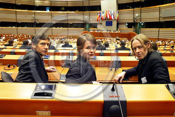 BRUSSELS - BELGIUM - 21 FEBRUARY 2006 -- Fra venstre Torstein Rudihagen, Ingvild Vaggen Malvik og Hallgeir Langeland under debatten i Europa Parlamentet. PHOTO: ERIK LUNTANG / EUP-IMAGES