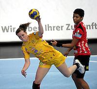 EHF Champions League Handball Damen / Frauen / Women - HC Leipzig HCL : SD Itxako Estella (spain) - Arena Leipzig - Gruppenphase Champions League - im Bild: Louise Lyksborg im Angriff . Foto: Norman Rembarz .