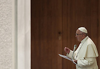 Papa Francesco tiene un'udienza ai partecipanti al Convegno nazionale della Federazione Maestri del Lavoro d'Italia in Aula Paolo VI in Vaticano, 15 giugno 2018.<br />