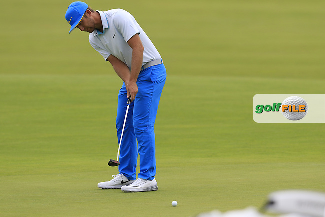 Kevin Chappell (USA) putts on the 4th green during Thursday's Round 1 of the 2016 U.S. Open Championship held at Oakmont Country Club, Oakmont, Pittsburgh, Pennsylvania, United States of America. 16th June 2016.<br /> Picture: Eoin Clarke | Golffile<br /> <br /> <br /> All photos usage must carry mandatory copyright credit (&copy; Golffile | Eoin Clarke)