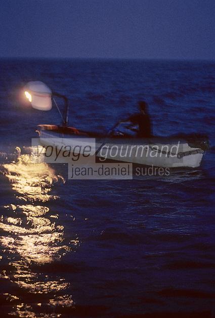 Europe/France/Languedoc-Roussillon/66/Pyrénées-Orientales/Port-Vendres: pêche au Lamparo<br /> PHOTO D'ARCHIVES // ARCHIVAL IMAGES<br /> FRANCE 1980