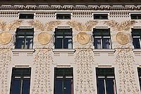 Europe/Autriche/Niederösterreich/Vienne: Immeuble  construit par Otto Wagner Au N: 38 sur la Linke Wienzeile et dominant le Naschmarkt - Kolo Moser dessina les motifs dorés-centre historique classé Patrimoine Mondial de l'UNESCO,