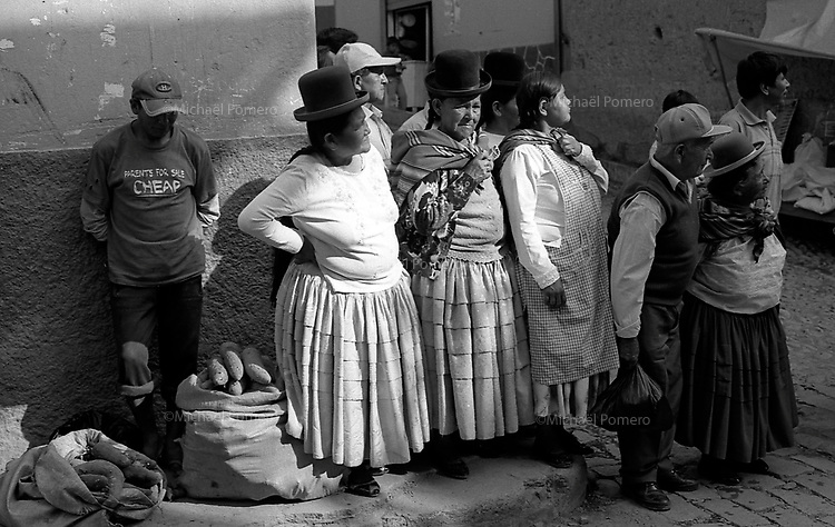 02.2010  Coroico (Bolivia)<br /> <br /> Villageois de Coroico regardant le carnaval.<br /> <br /> People from Coroico looking the carnival.