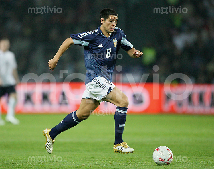 Fussball International Testspiel England 3-2 Argentinien Juan Roman Riquelme (ARG) am Ball