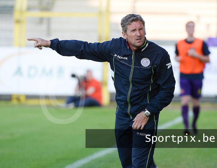 SW Harelbeke - SV Zulte - Waregem : Zulte coach Francky Dury<br /> foto VDB / BART VANDENBROUCKE