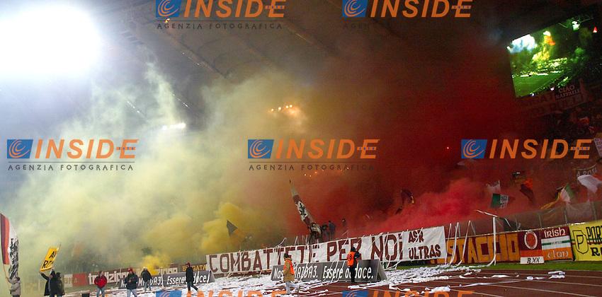 Roma 6/1/2004 Roma - Milan 1-2<br /> Roma Fans, la curva sud<br /> Photo Andrea Staccioli / Insidefoto