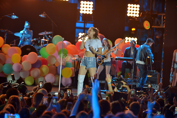 MIAMI BEACH, FL - JUNE 10: Miley Cyrus performs on stage during the iHeartSummer '17 Weekend at Fontainebleau Miami Beach on June 10, 2017 in Miami Beach, Florida. Credit: MPI10 / MediaPunch