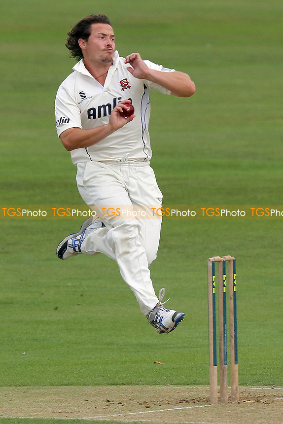 Graham Napier in bowling action for Essex - Essex CCC vs Derbyshire CCC - LV County Championship Division Two Cricket at the Ford County Ground, Chelmsford - 25/08/11 - MANDATORY CREDIT: Gavin Ellis/TGSPHOTO - Self billing applies where appropriate - Tel: 0845 094 6026