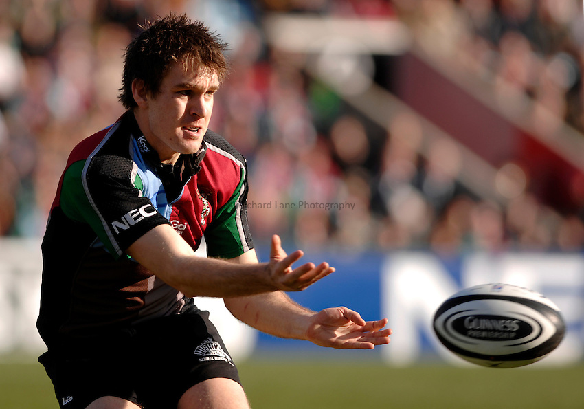 Photo: Richard Lane..NEC Harlequins v London Wasps. Guinness Premiership. 10/03/2007. .Quins' Adrian Jarvis passes.