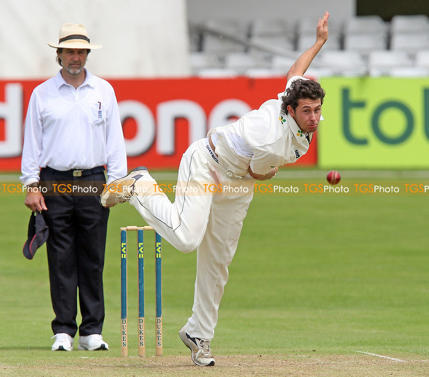 Alex Roberts of Essex CCC in bowling action - Essex CCC 2nd XI vs Lancashire CCC 2nd XI - Second XI Championship at Ford County Ground, Chelmsford - 10/06/08 - MANDATORY CREDIT: Gavin Ellis/TGSPHOTO - Self billing applies where appropriate - Tel: 0845 094 6026