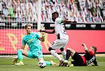 Breel Embolo (Bor. Moenchengladbach) (mitte) gegen Ronny (Hertha BSC Berlin) (links) und Alexander Esswein (Hertha BSC Berlin).<br /><br />27.06.2020, Fussball, 1. Bundesliga, Saison 2019/20, 34. Spieltag, Borussia Moenchengladbach - Hertha BSC Berlin, <br /><br />Foto: MORITZ MUELLER/POOL/via/Meuter/Nordphoto<br />Only for Editorial use