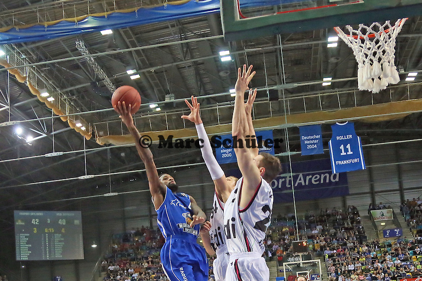 Ramon Galloway (Skyliners) setzt sich durch - Fraport Skyliners vs. medi Bayreuth, Fraport Arena Frankfurt