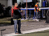 RIONEGRO -COLOMBIA-27-11-2013. Álvaro Hernández técnico de Rionegro gesticula durante partido de vuelta entre Deportivo Rionegro y Fortaleza FC por la final del Torneo Postobón II-2013 en el estadio Alberto Grisales de la ciudad de Rionegro./ Alvaro Hernandez coach of Rionegro gestures during second leg match between Deportivo Rionegro and Fortaleza FC for the final of Postobon Tournament II-2013 played at Alñberto Grisales stadium in Rionegro city. Photo: VizzorImage/ Cortesia