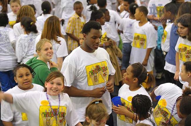 "Notre Dame Football player Darius Fleming helps with the Robinson Center's ""Take Ten"" event at Stepan Center, April 2009...Photo by Matt Cashore/University of Notre Dame"