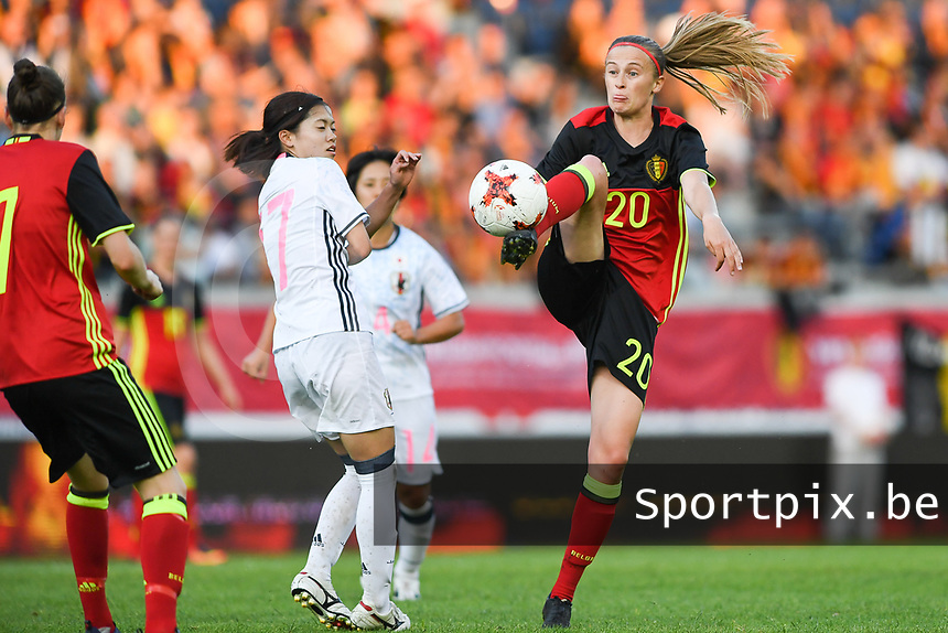20170613 - LEUVEN ,  BELGIUM : Belgian Julie Biesmans (r) pictured in a duel with Japanese Yui Hasegawa (left) during the friendly female soccer game between the Belgian Red Flames and JAPAN , a friendly game in the preparation for the European Championship in The Netherlands 2017  , Tuesday 13 th June 2017 at Stadion Den Dreef  in Leuven , Belgium. PHOTO SPORTPIX.BE | DAVID CATRY