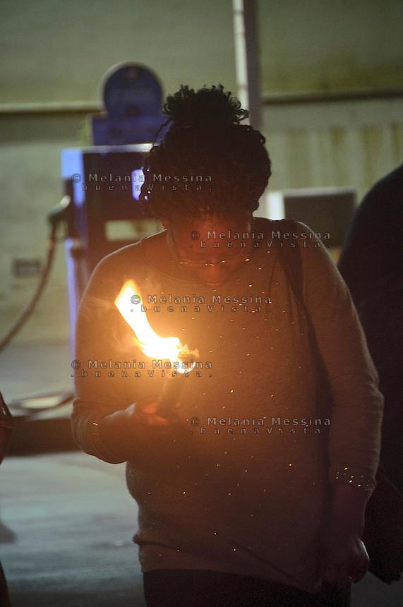 Vero durante la fiaccolata contro la tratta di esseri umani organizzata dall'associazione &quot;Donne del Benin&quot; a Palermo.<br /> Vero during torch procession against human trafficking organized by the association &quot;Women from Benin&quot;