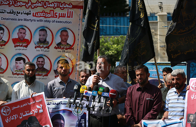 Leader of the Islamic Jihad Ahmed Al-Modallal speaks during a protest to show soldarity with prisoners, in Gaza city, September 6, 2015. Photo by Ramadan El-Agha
