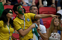 KAZAN - RUSIA, 06-07-2018: Hinchas de Brasil animan a su equipo durante partido de cuartos de final entre Brasil y Bélgica por la Copa Mundial de la FIFA Rusia 2018 jugado en el estadio Kazan Arena en Kazán, Rusia. / Fans of Brazil cheer for their team during the match between Brazil and Belgium of quarter final for the FIFA World Cup Russia 2018 played at Kazan Arena stadium in Kazan, Russia. Photo: VizzorImage / Julian Medina / Cont