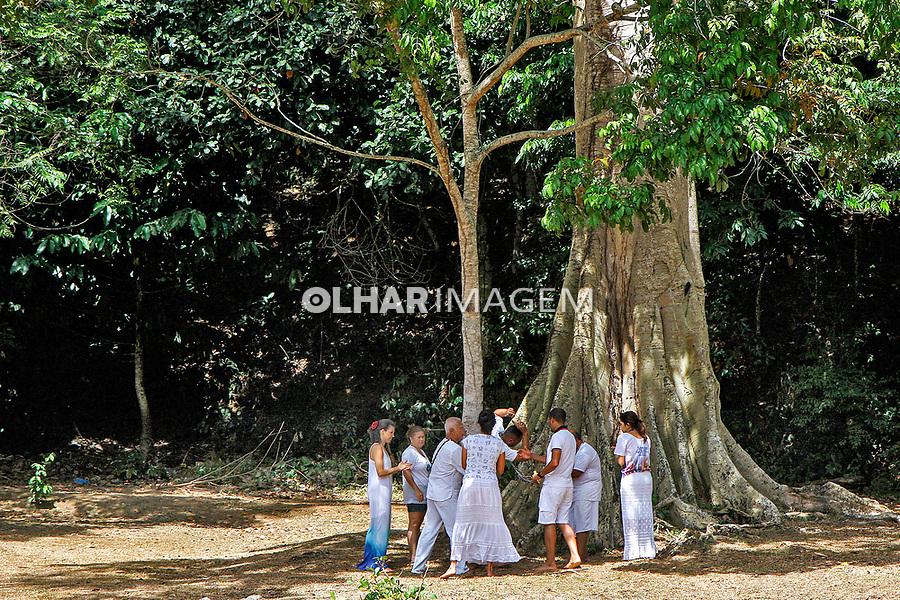 Oferenda e oraçoes aos orixas no Parque Sao Bartolomeu, Salvador. Bahia. 2019. Foto Euler Paixão