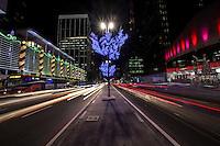 SAO PAULO, SP, 11 DE DEZEMBRO 2012 -  DECORACAO NATAL AV PAULISTA-  Decoração de Natal na Avenida Paulista, em São Paulo, na primeira segunda-feira após a inauguração oficial das atrações do Natal Luz na região. - FOTO: VANESSA CARVALHO - BRAZIL PHOTO PRESS.