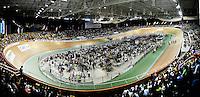 CALI – COLOMBIA -01-2015: La UCI Copa Mundo de Pista Ciclismo de Pista de Cali 2014-2015, lleno el Velodromo Alcides Nieto Patiño de la ciudad de Cali del 16 de enero al 18 de enero del presente año, con la participación de 39 paises, tres equipos profesionales, mas de 314 deportistas. / The Cali UCI Track Cycling World Cup 2014-2015, packed full of public the Alcides Nieto Patiño Velodrome in Cali from January 16 to January 18 of this year, with the participation of 39 countries and three profesional teams, over 314 athletes. Photo: VizzorImage / Luis Ramirez / Staff