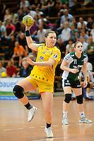 Karolina Kudlacz (HCL) beim Siebenmeter Wurf