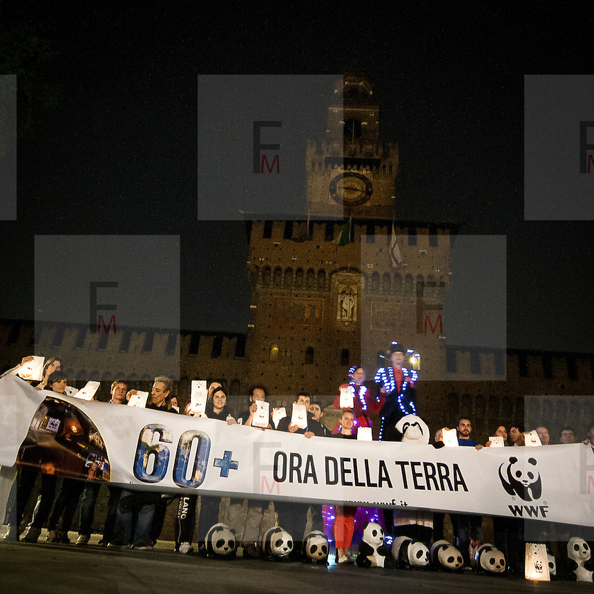 L'ora della Terra a Milano eidizione 2012   .Volontari del Wwf davanti al Castello Sforzesco..Earth  Hour 2012 edition in Milan.Wwf volunteers in front the Castello Sforzesco