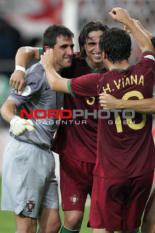 FIFA WM 2006 -  Quarter Finals / Viertelfinale<br /> Play   #59  (30-Jun) - England - Portugal<br /> <br /> Fernando Meira (Mitte) und Hugo Viana (rechts) von Portugal feiern Torwart Ricardo (links). Portugal gewann das Elfmeterschiessen gegen England.<br /> <br /> Foto &copy; nordphoto