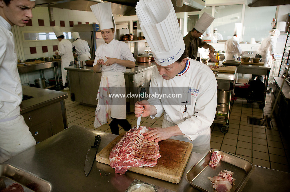 Chef Eric Robert cuts meat during a class at the Ecole Superieure de Cuisine Francaise Gregoire Ferrandi cooking school in Paris, France, 19 December 2007.