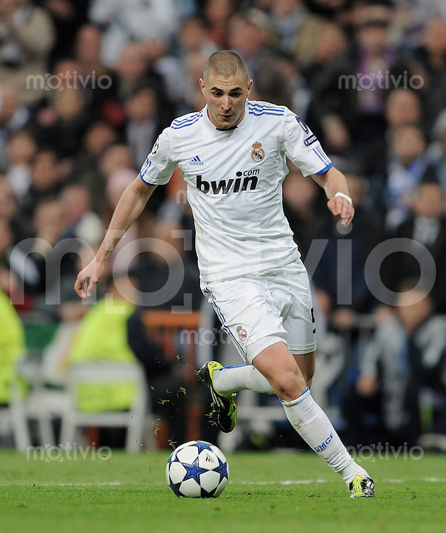 FUSSBALL   CHAMPIONS LEAGUE   SAISON 2010/2011   Achtelfinale  16.03.2011 Real Madrid  -  Olympic Lyon  Karim Benzema (Real Madrid) am Ball