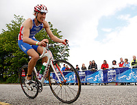 Photo: Richard Lane/Richard Lane Photography. GE Strathclyde Park Triathlon. 22/05/2011. Elite Men race cycling spectators.