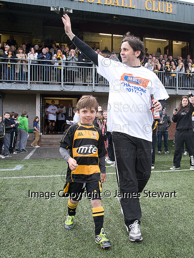 Alloa manager Paul Hartley and his son on their way to lifting the 3rd division trophy.