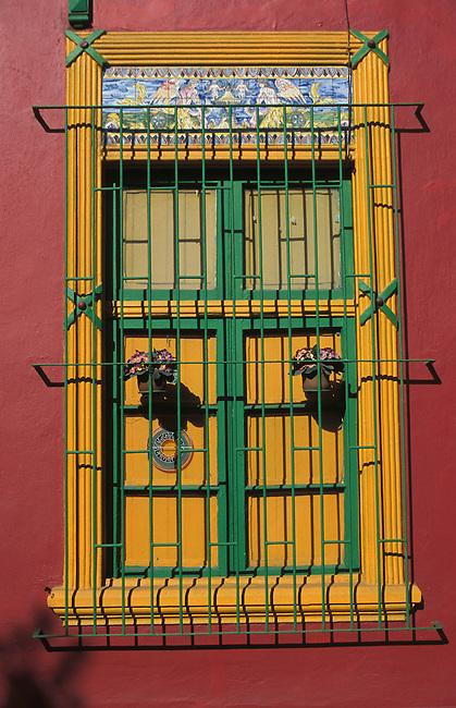 Santiago de Chili. Fenetre dans le quartier de Bellavista. *** Bellavista district. Detail of a window, Santiago de Chili.