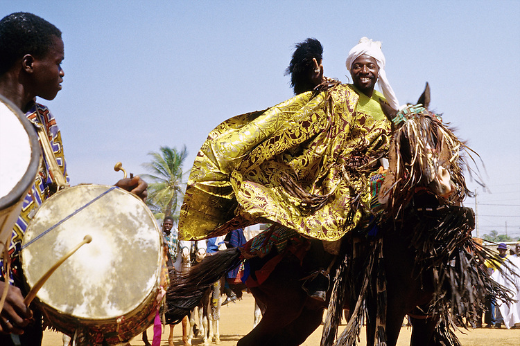 Enthronement of the king of Bariba. The traditional Gaani festival. Prince Moussa Atta from Djougou makes his horse dance to the rythm of the drums.<br />  <br /> Intronisation du roi des Bariba. La f&ecirc;te traditionnelle de la Gaani. Le prince Moussa Atta de Djougou fait danser son cheval au son des Tams-Tams.