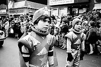 Le defile du Pere Noel sur la rue-Sainte-Catherine, Decembre 1982  (date exacte inconnue)<br /> <br /> PHOTO : Denis Alix -  Agence Quebec Presse