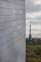 La Fondation Louis Vuitton is a magnificent modern building designed by Frank Gehry. It contains 11 different art galleries.