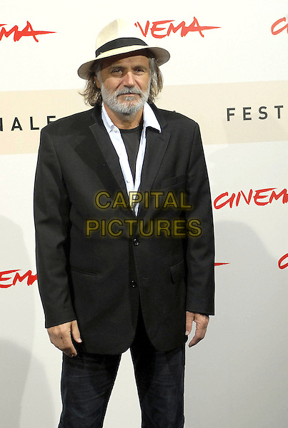 "RADE SHERBEDGIA.Photocall for film ""Fugitive Pieces"" during the 2nd Annual Rome International Film Festival, Rome, Italy, October 20th 2007..half length hat.CAP/OME.©Gioia Botteghi/Omega/Capital Pictures."
