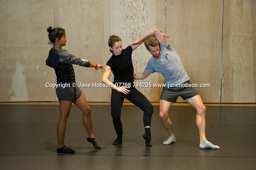 """Snape Maltings, Suffolk, UK. 29.08.2014. Choreographer and dancer, Alexander Whitley, New Wave Associate Artist with Sadler's Wells, works with dancers Jessica Andrenacci and Antonette Dayrit, in the Britten Studio as they rehearse and develop Alexander's new piece """"The Grit in the Oyster"""". The piece is commissioned by Sadler's Wells for """"Thomas Ades: See the Music, Hear the Dance"""", which will premiere at Sadler's Wells on 30th October. Photograph © Jane Hobson."""