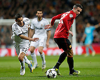 Real Madrid's Angel Di Maria (l) and Manchester United's Robin Van Persie during Champions League 2012/2013 match.February 12,2013. (ALTERPHOTOS/Alfaqui/Cesar Cebolla) /NortePhoto