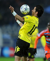 FUSSBALL   CHAMPIONS LEAGUE   SAISON 2011/2012  Borussia Dortmund - Olympique Marseille   06.12.2011 Lucas Barrios (Borussia Dortmund) Einzelaktion am Ball