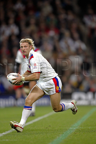 30 October 2004: Great Britain scrum half SEAN LONG runs with the ball during Game Three of the Gillette Tri-Nations Series between Australia and Great Britain, played at The City of Manchester Stadium, Manchester. Australia won the game 12-8 Photo: Glyn Kirk/Action Plus..041030 international rugby league player