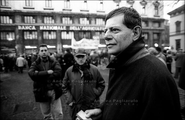 Italia, Milano, 2001..Il giudice Guido Salvini in p.zza Fontana.©Andrea Pagliarulo