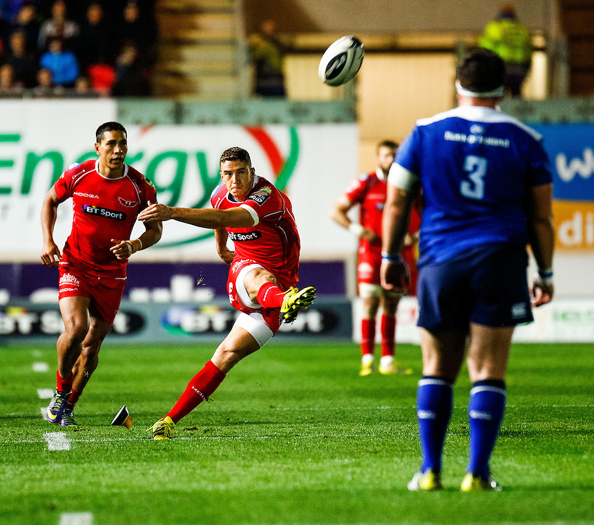 Scarlets' Steve Shingler kicks his sides first points<br /> <br /> Photographer Simon King/CameraSport<br /> <br /> Rugby Union - Guinness PRO12 - Scarlets v Leinster - Friday 16th October 2015 - The Liberty Stadium - Swansea<br /> <br /> &copy; CameraSport - 43 Linden Ave. Countesthorpe. Leicester. England. LE8 5PG - Tel: +44 (0) 116 277 4147 - admin@camerasport.com - www.camerasport.com
