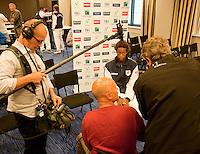 16-9-09, Netherlands,  Maastricht, Tennis, Daviscup Netherlands-France, Persconferentie Franse team, Jo Wilfried Tjonga voor de cameraa