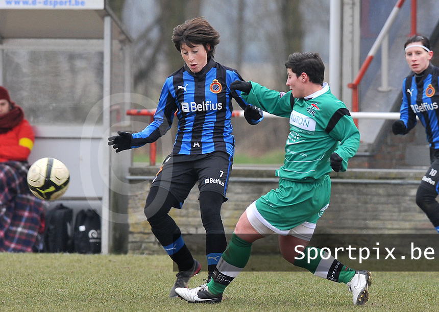 Club Brugge Dames - OHL Oud Heverlee Leuven : Ingrid De Rycke en Kelly Paulus (rechts).foto DAVID CATRY / Vrouwenteam.be
