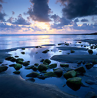 Ireland, County Sligo, Strandhill: Sunset over rockpool | Irland, County Sligo, Strandhill: Sonnenuntergang am Atlantik
